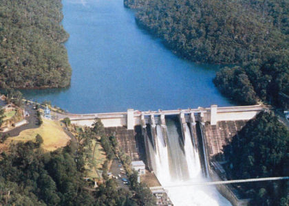 Warragamba Dam blocks the Warragamba river in a narrow gorge.