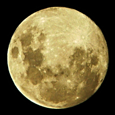 Nearly full moon on 4 December 2006, image by Ross Mitchell