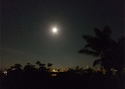 Full moon over Bondi just before lunar eclipse of 10 December 2011