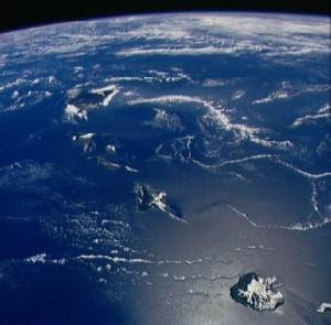 View of the islands of Hawai'I taken by the crew aboard space shuttle Discovery in 1988. Courtesy NASA.