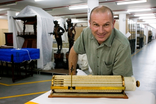 Matthew Connell with Thacher's Calculating machine. Photography by Jean-Francois Lanzarone © Powerhouse Museum all rights reserved