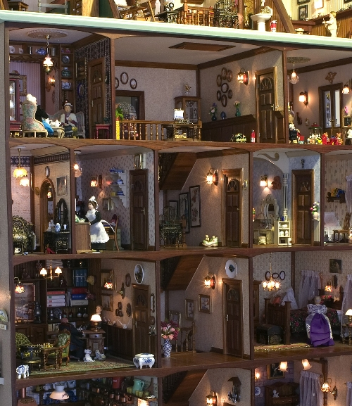 Interior detail of the rooms and figures in the Bosdyk Dollhouse