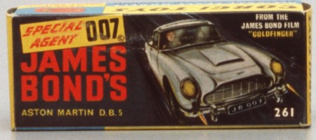 """Illustration of James Bond in Aston Martin with the Text """"Special Agent 007 - James Bond's Aston Marin D.B.5"""""""