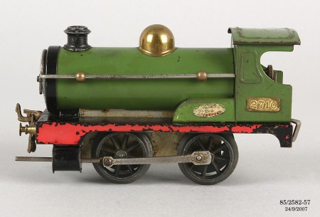 Pull apart steam train model