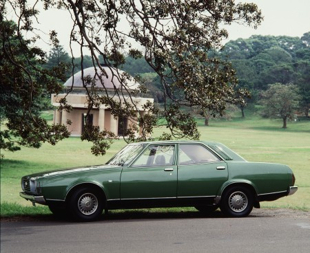 Photograph of Leyland P76 Super V-8, 4-door sedan