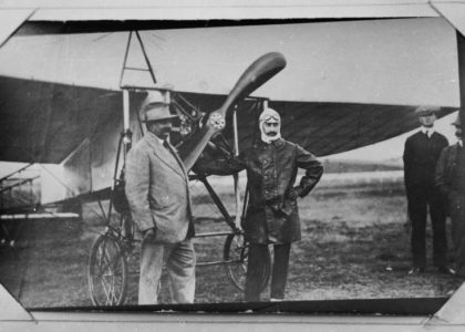 Maurice Guillaux and an unidentified spectator.