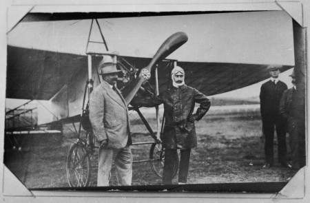 Maurice Guillaux and an unidentified spectator