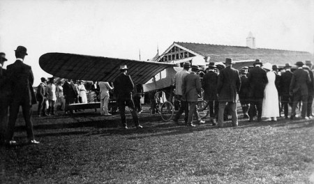 "Crowds gather to see ""Wizard"" Stone's Blériot"