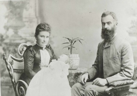 Photograph of Lawrence Hargrave, his wife Margaret and son Geoffrey Lewis