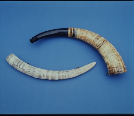 Photograph of Hunting horn with scrimshaw