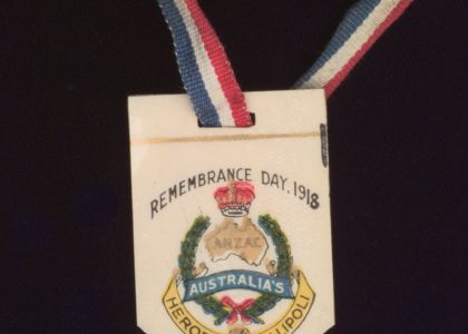 Photograph of N11162 Anzac Remembrance Day Badge