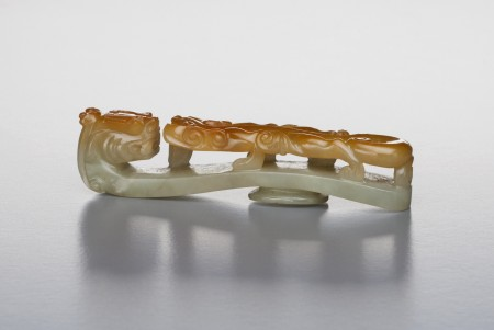 Photograph of Carved jadeite belt hook with dragon motif
