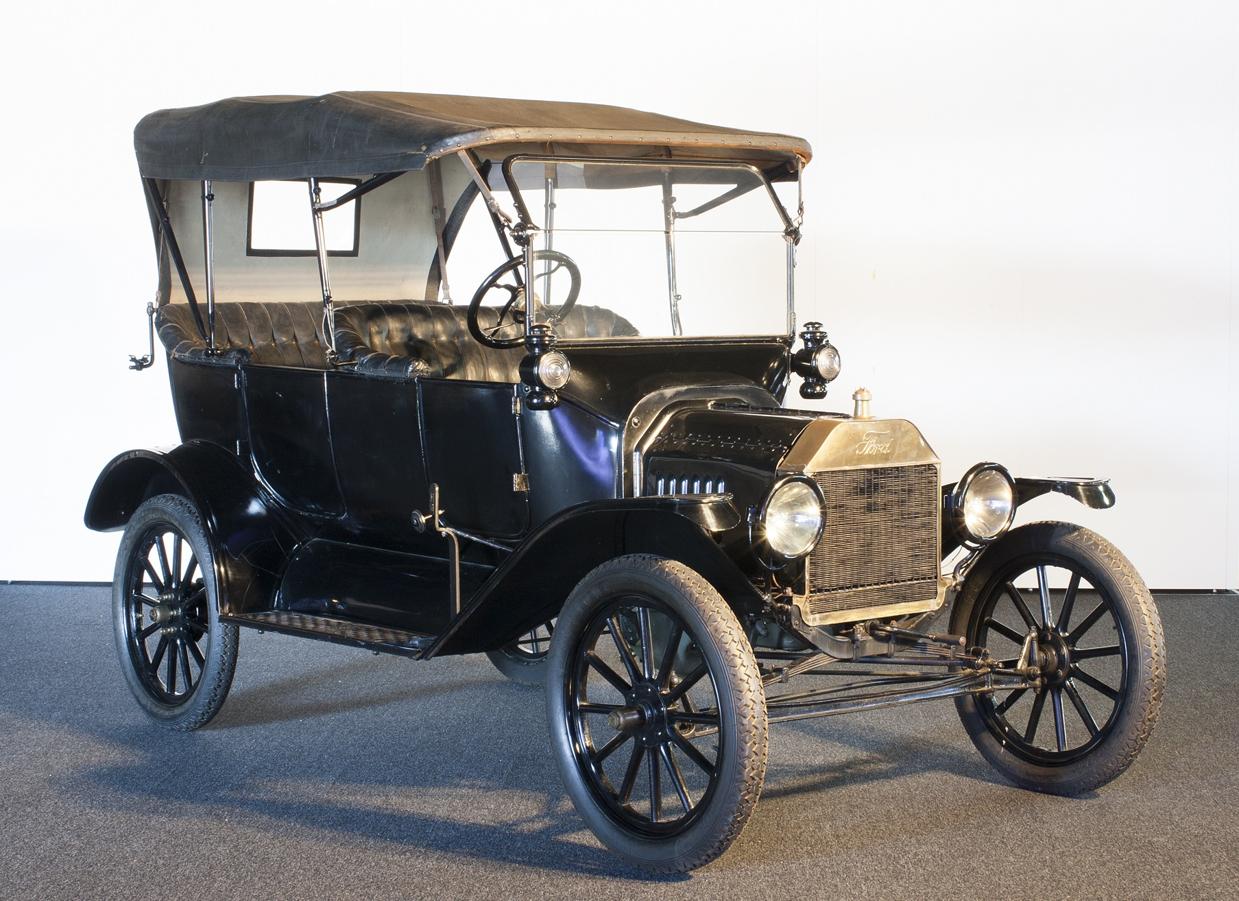 Photograph of a 22 hp 4 cylinder model t tourer made at fords walkerville