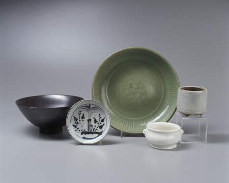 Photo of Japanese ceramic bowls presented to the New South Wales Collection of Applied Art by Charles F. Laseron in 1927. Japan, 17th Century, MAAS collection