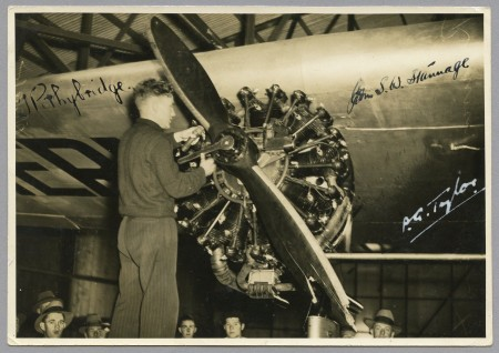 Tommy Pethybridge removing the damaged propeller from Southern Cross