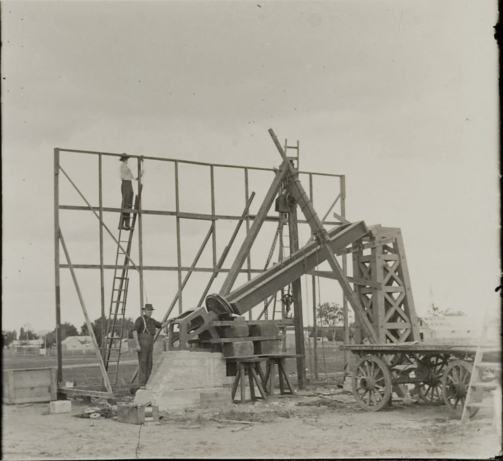 Construction of the temporary observatory and astrograph at Goondiwindi