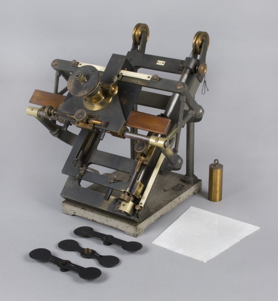 Optical instrument for measurement of astronomical photograph plates