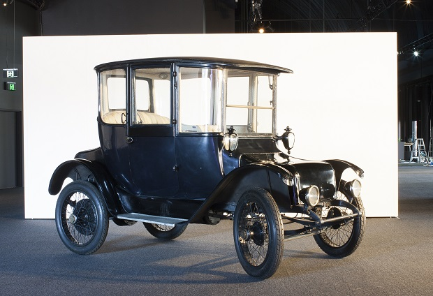 Detroit electric car with brougham body